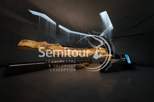 Lascaux IV © Dan Courtice - 3_Atelier - Salle des Taureaux - DAN_7444